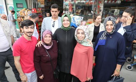 Bakan Kaya, seçim çalışmalarına Bayrampaşa'da devam etti
