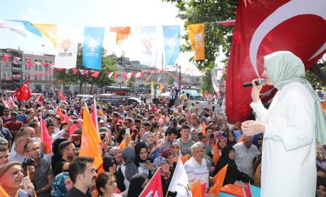 Bakan Kaya, seçim çalışmalarını Eminönü, Sultangazi ve Beylikdüzü'nde sürdürdü