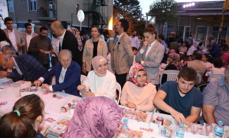 Bakan Kaya, seçim çalışmalarına Fatih'te devam etti