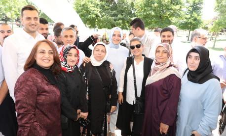 Bakan Kaya, seçim çalışmalarını Sultangazi ve Kağıthane'de sürdürdü