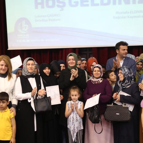Bakan Kaya, Bağcılar Halk Sarayı'nda Okuma-Yazma Seferberliği kapsamında düzenlenen mezuniyet törenine katıldı.