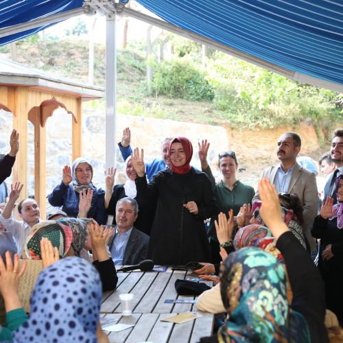 Bakan Kaya, seçim çalışmalarını Sarıyer ve Sultangazi'de sürdürdü.